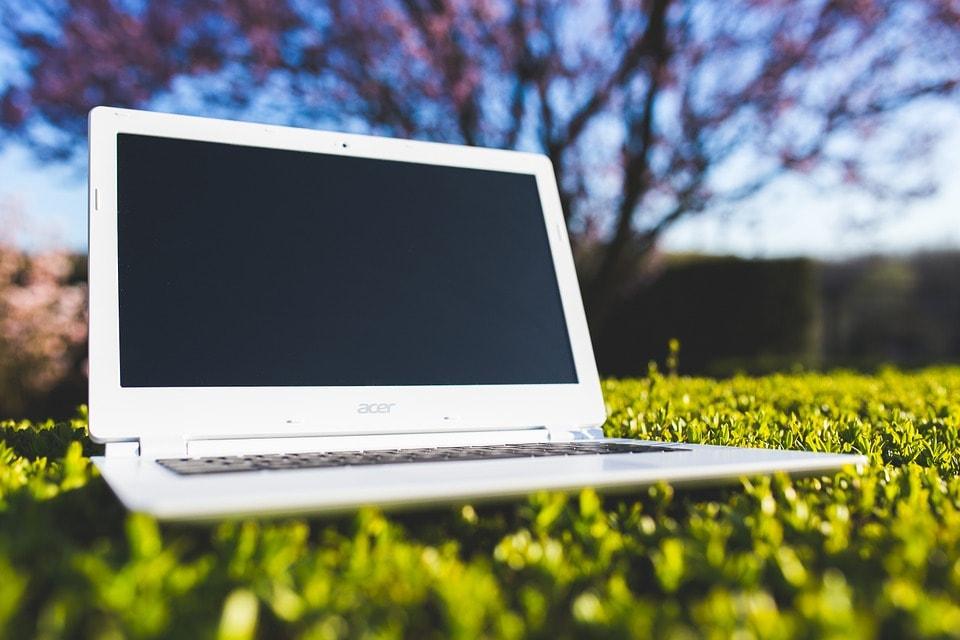laptop-762548_960_720-min