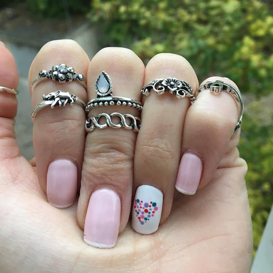 french-nails-reinterpretat-min