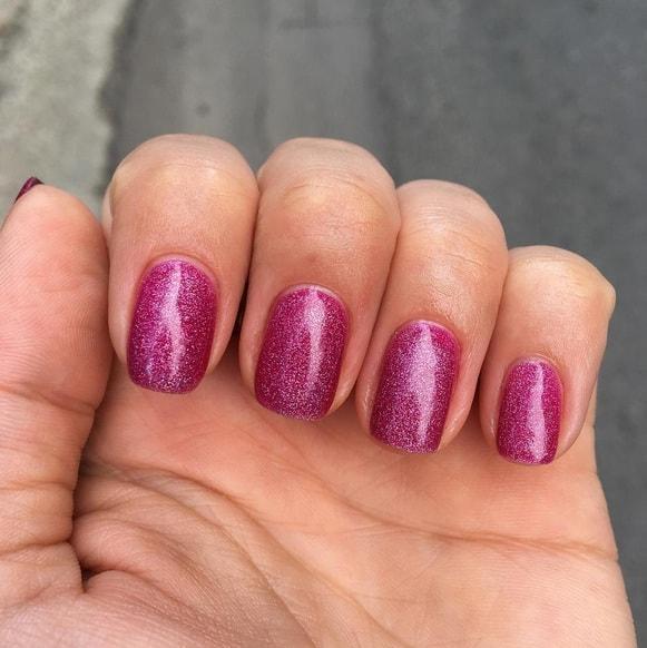 manichiura-oja-roz-min