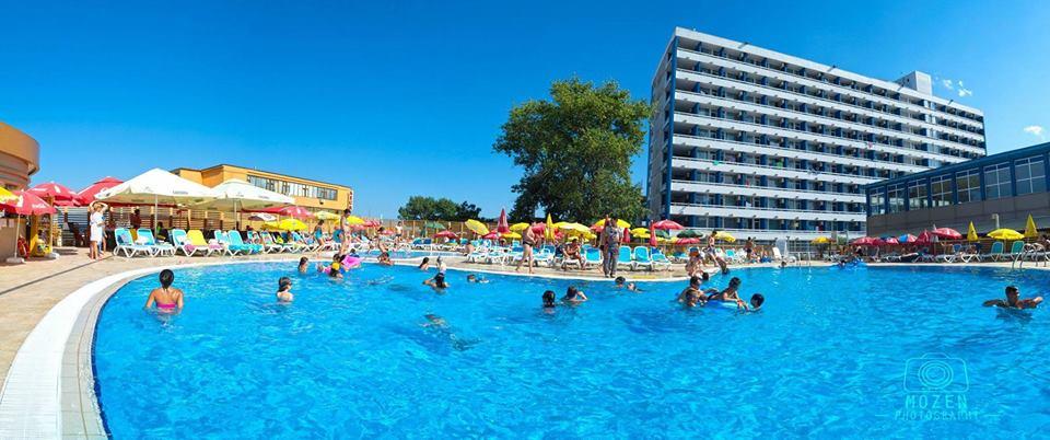 piscina-hotel-aurora-min