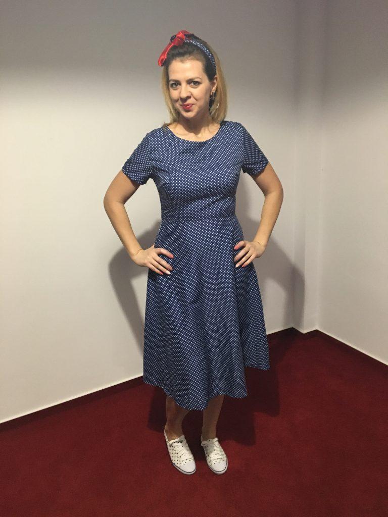 rochie-albastra-cu-buline