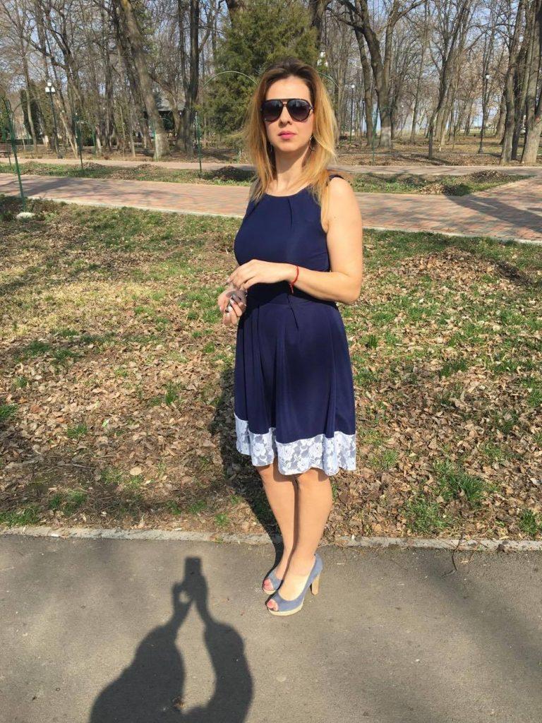 rochie-medie-albastra-min
