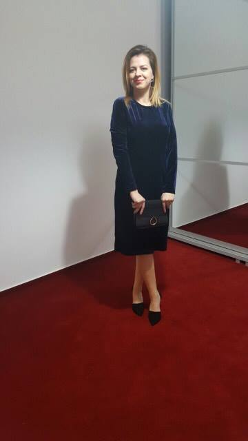 rochie-de-catifea-albastra-min