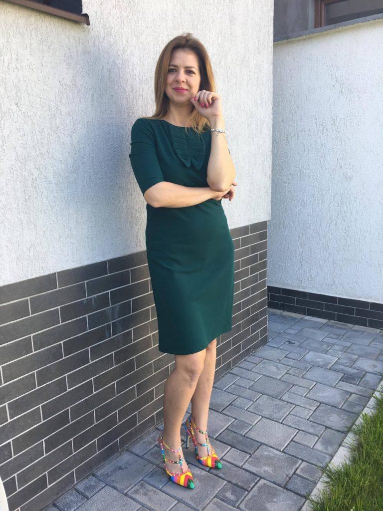 rochie-verde-dreapta-min
