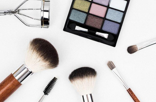 makeup-brush-1761648_960_720-min