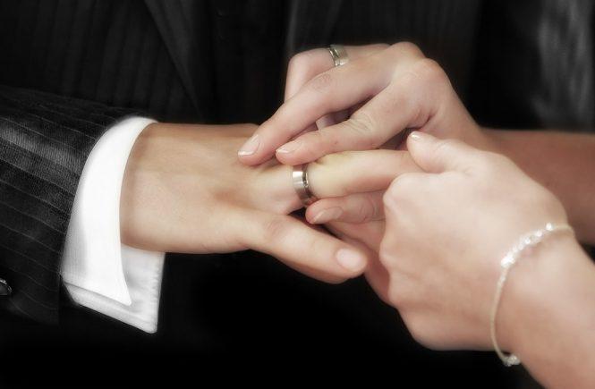 wedding-540905_960_720-min